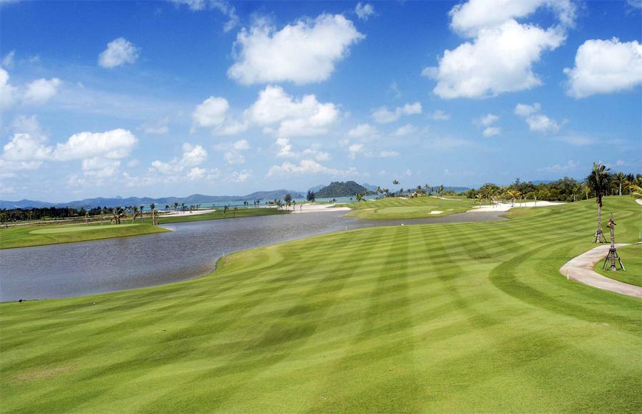 Территория одного из гольф-клубов