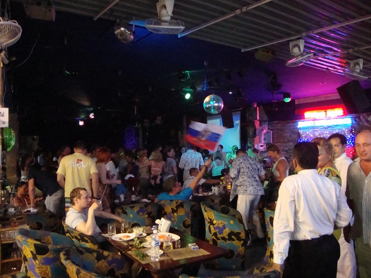 В русском кафе всегда весело