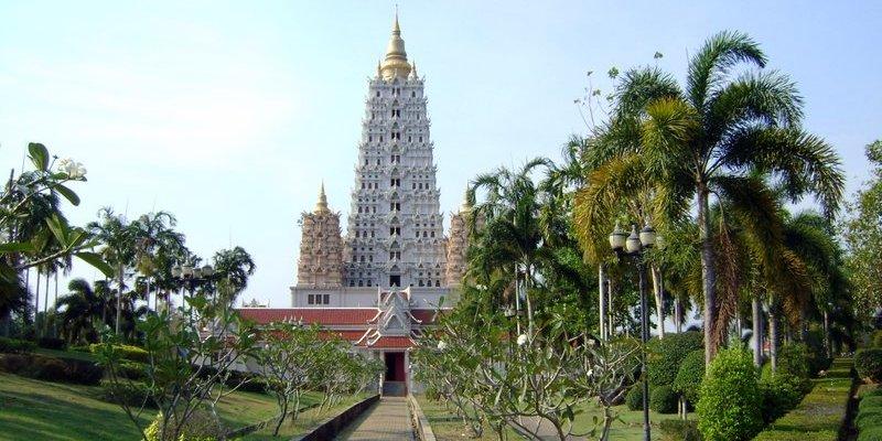 Храм в парке Ват Ян