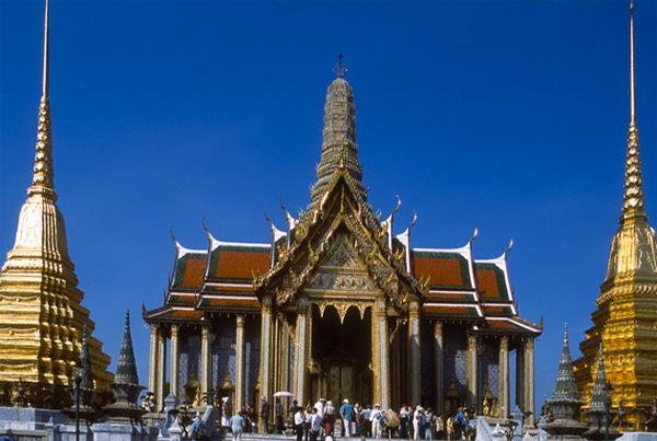 """Храм """"Изумрудный Будда"""""""