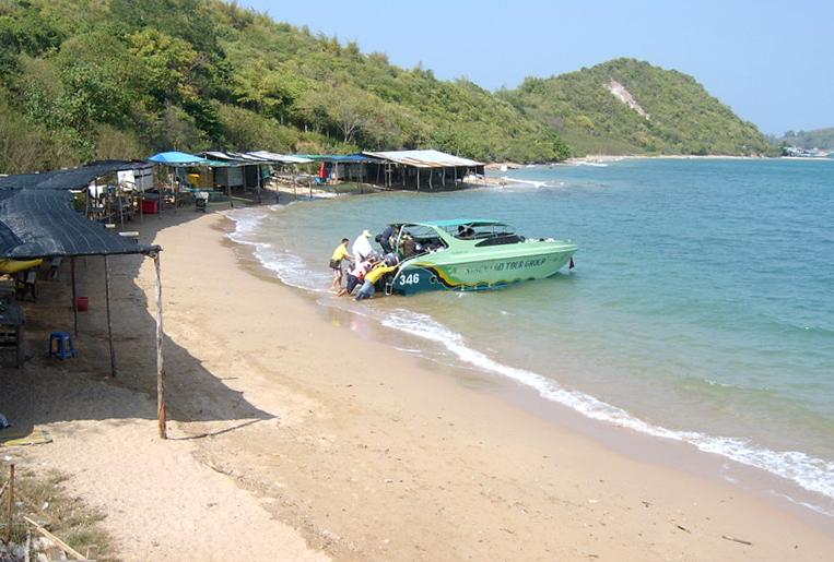 Вид пляжа Ta-Yai Beach