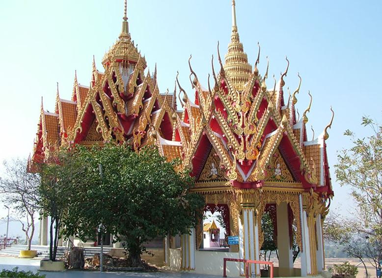 Храмы недалеко от реки Квай